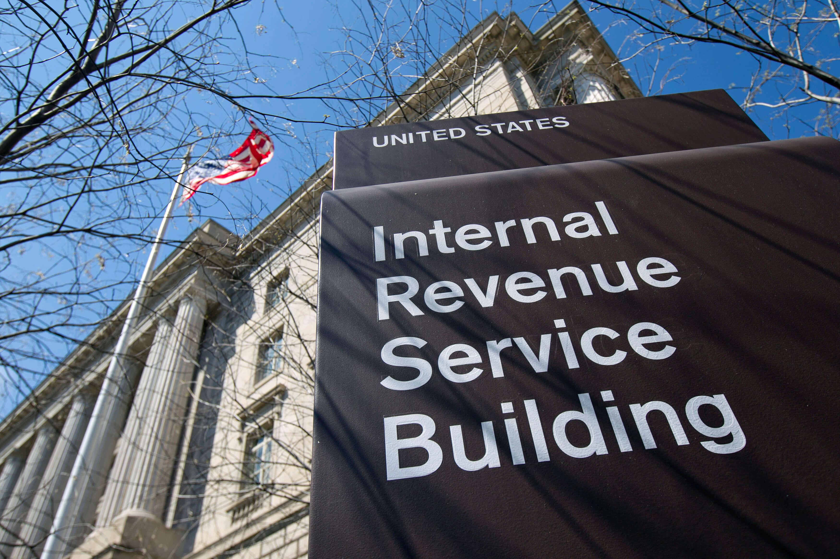 Coinbase передаст в налоговую данные на клиентов
