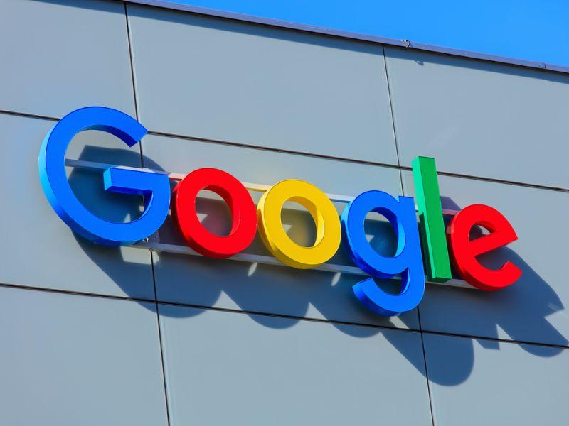 Google снова показывает рекламу Coinbase