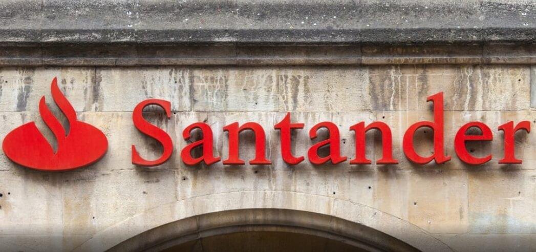 Santander UK отказывается от работы с Coinbase?