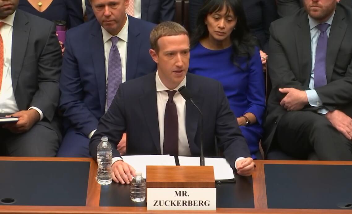 Огонь, вода и медные трубы для Facebook в Конгрессе США