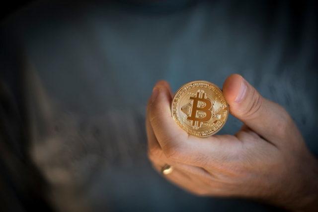 Почему биткоин падает и на что обратить внимание?