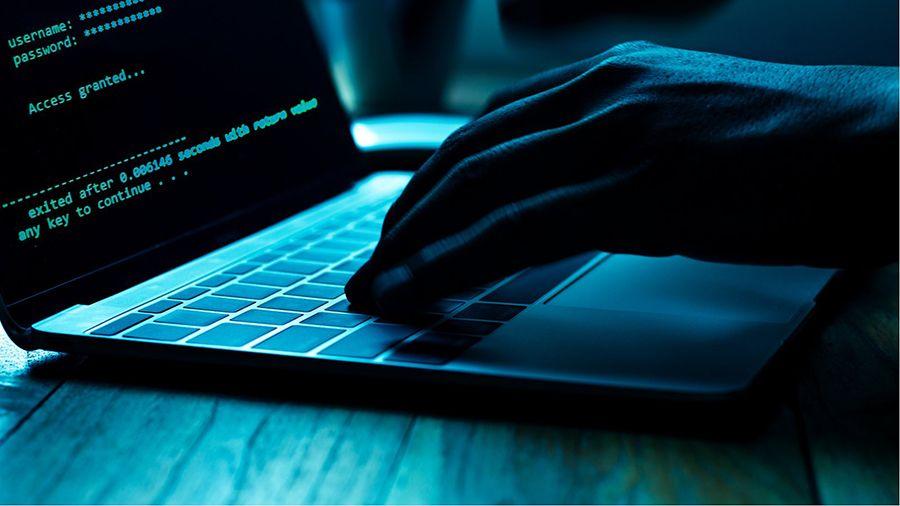 Хакер готов слить базу Trezor