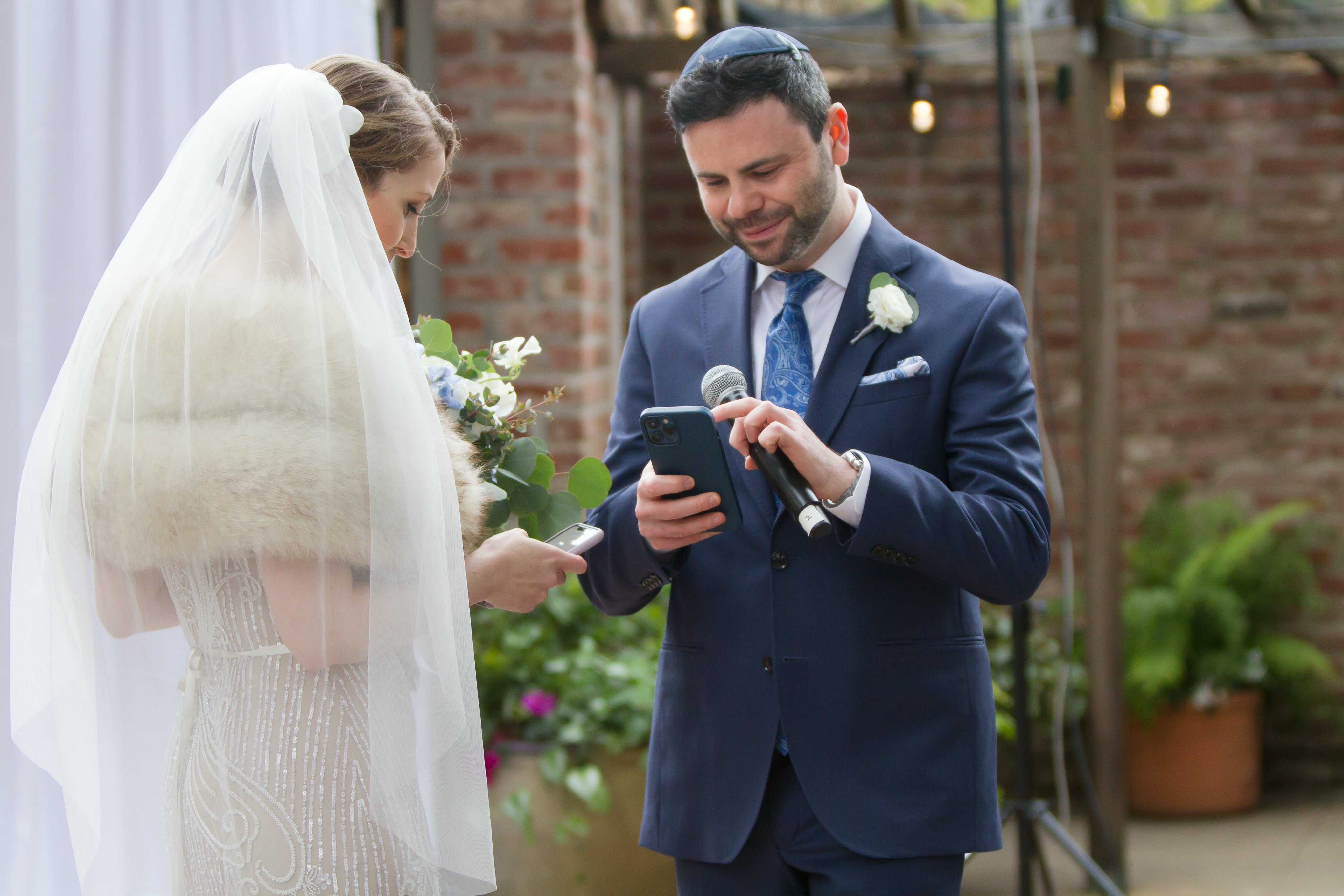 Сотрудники Coinbase создали NFT токен в честь свадьбы